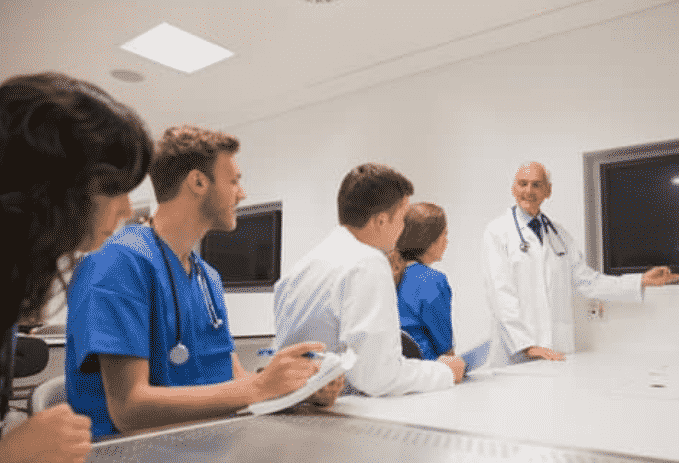 How Do VR Technology Help Medical Students To See And Learn Through Patients' Eyes